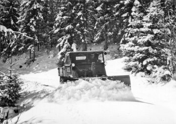 Unimog U25, model series 2010 with snow plough in winter road maintenance.