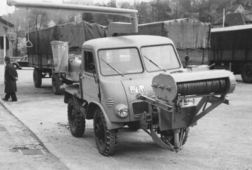 Unimog U25, model series 401 with body for emptying caissons and refuse collection trailer