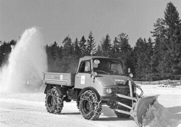 Unimog, model series 406 with snow plough, used in the Winter Olympics 1964 in Innsbruck