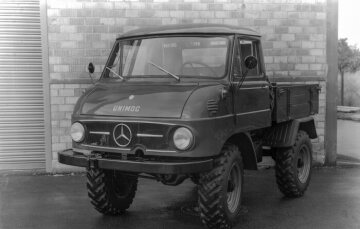 "Unimog U32, model series 411 with enclosed cab model ""DvF"""