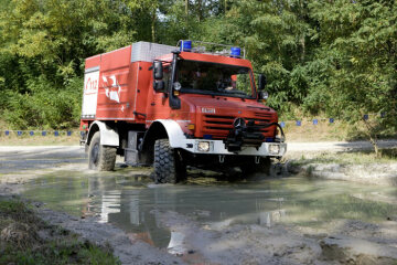 Unimog U5000, model series 437.4 forest fire engine with Empl body, used in eastern Germany