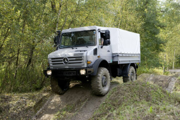 Unimog U5000, model series 437.4 this extremely off-road capable model series has portal axles and a large ground clearance