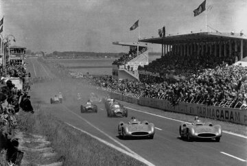Karl Kling (start number 20) and Juan Manuel Fangio (start number 18) both in Mercedes-Benz W 196 R Formula One racing cars with streamlined bodies take the lead from the start.