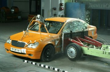 Mercedes-Benz C-Class 203 series Crash test, side impact