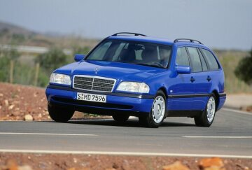 Mercedes-Benz C 180 station wagon from the 202 series.