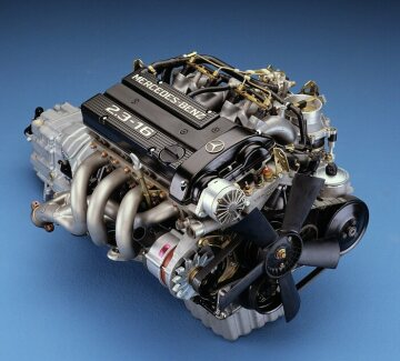 Engine M 102 E 23/2 implies the comeback of four-valve technology in Mercedes-Benz series construction. This engine comprises 16-valves, two overhead camshafts and a peak performance of 138 kW (185 hp) or 125 kW (170 hp) with a catalyst. It is based on the four-cylinder engine of the 230 E of the W 123 series.