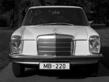 Huge demand resulting in long delivery times follows the impressive debut of the 115 and 114 series' in January 1968. The portfolio initially includes six saloon models: In addition to the four-cylinder models of the 115 series, the 200, 220, 200 D and 220 D, the six-cylinder 230 and 250 variants are internally listed as an independent series (W 114).