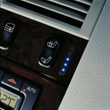 The switches for the actively ventilated seat are housed in the center console.