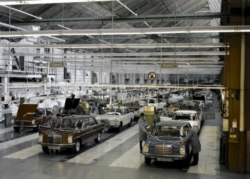 "A view of the Mercedes-Benz plant in Sindelfingen, where the ""Stroke Eight"" is being assembled on two lines and the 113 series SL (Pagoda) sports cars are rolling off an adjacent one. Mercedes-Benz produces a total of more than 1.8 million ""Stroke Eight"" vehicles, making this upper mid-range vehicle family the first vehicle of the brand to be produced by the million."