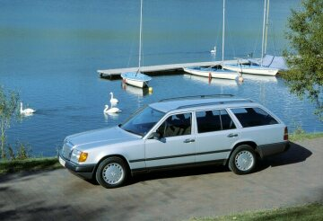 Mercedes-Benz station wagon, 124 series.