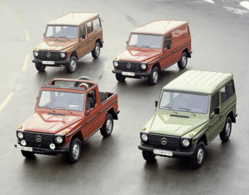 Mercedes-Benz G-Class, 460 series. Four models with two wheelbases and five different body variants are available.