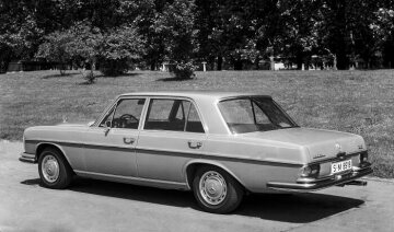 The 300 SEL 3.5 (W 109) launched in 1969 is powered by a newly-developed V8 engine (M 116) with an output of 200 hp / 147 kW.