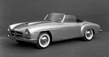Prototype of the Mercedes-Benz 190 SL Roadster, which was shown in 1954 in New York. The unique characteristics of the prototype are recognisable, such as the engine bonnet down to the radiator grille with the small air scoop, differing radiator grille proportions and sleekly shaped rear wings without the characteristic fins. By the start of production in 1955, Walter Häcker reworks these details of the 190 SL's shape.