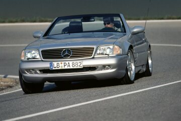 In 1999 AMG presents the most powerful of its road vehicles at that time: the SL 73 AMG with 386 kW/525 hp performance. At this point in time the roadster was the unrivalled leader in the small, exclusive segment of open super sports cars. The SL 73 AMG needs just 4.8 seconds to accelerate to 100 kmh (62 mph); the maximum speed is 250 or 300 kmh (155 or 186 mph) depending on customer requirements. An AMG sports chassis with adaptive damping system ADS and 18 inch AMG light alloy wheels guaranteed perfect dynamic handling.