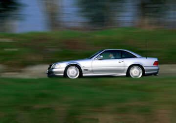 In 1999 AMG presents the most powerful of its road vehicles at that time: the SL 73 AMG with 386 kW/525 hp performance. At this point in time the roadster was the unrivalled leader in the small, exclusive segment of open super sports cars. The SL 73 AMG needs just 4.8 seconds to accelerate to 100 kmh (62 mph); the maximum speed is 250 or 300 kmh (155 or 186 mph) depending on customer requirements.