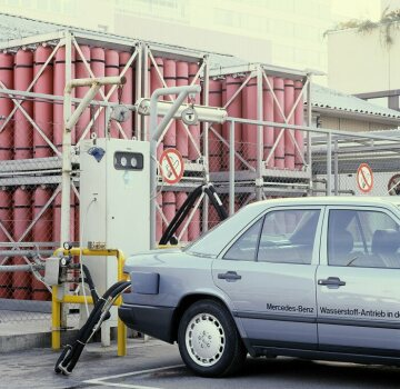 Mercedes-Benz 230 E with hydrogen drive sedan 124 series experimental vehicle with hydrogen drive