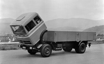Mercedes-Benz LP 1632 forward-control platform truck with tipping cab, 1969.