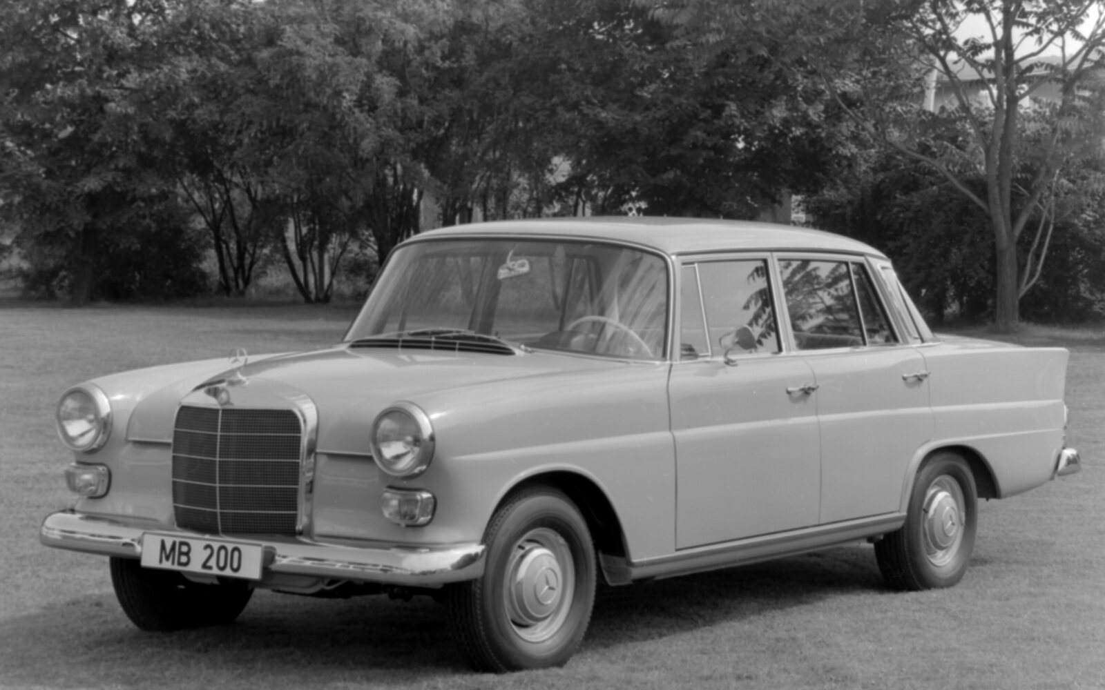 "PKW4131 ""Fintail Mercedes"", four-cylinder models (W 110), 1961 - 1968"