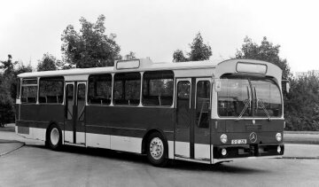 The last first-generation Mercedes-Benz standard regular-service urban bus rolls off the line at the Mannheim plant in April 1987. Since the end of 1968, altogether more than 24,000 units of the O 305, O 305 G and O 307 models, including their respective variants, have been produced.