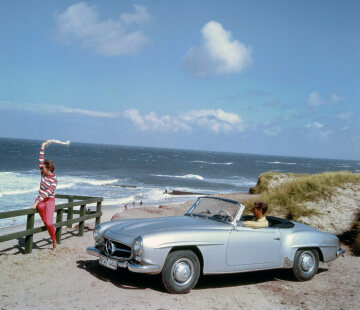 Mercedes-Benz 190 SL Roadster (W 121). Contemporary advertising photo of the 1950s depicting the 190 SL on the German holiday island Sylt in the morning sun.